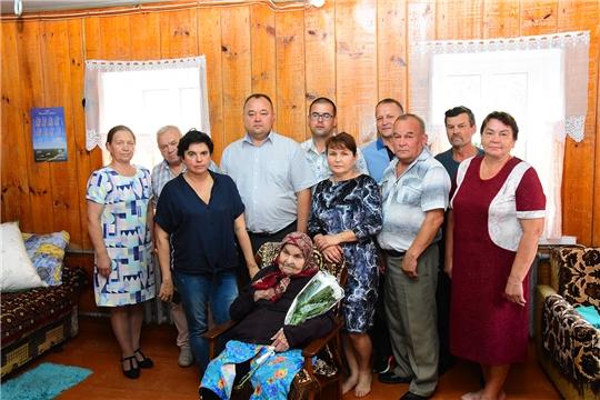Поздравления с 90-летием получает жительница села Хормалы Анна Сюмакова