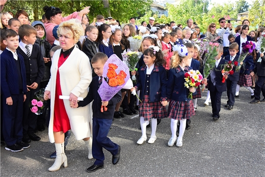 День знаний в Ибресинской средней школе №2 начался с линейки