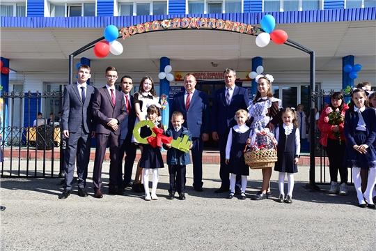 Сергей Горбунов поздравил учащихся и преподавателей Ибресинской средней школы №1 с Днем знаний