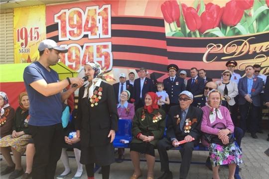 Министр Михаил Анисимов поздравил цивилян с Днем Победы