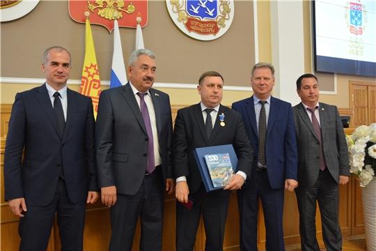 Вручение медали в честь 550-летия Чебоксар