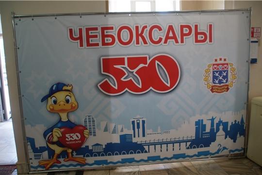 К 550-летию города: посетителей администрации Калининского района теперь радует добрый Чебоксарик