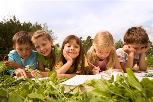 Калининский район: орган опеки и попечительства проверяет, как дети проводят летние каникулы