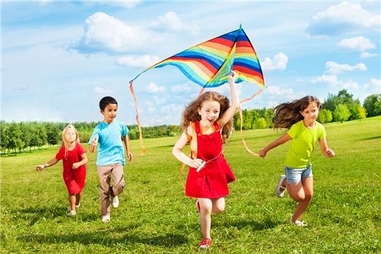 Калининский район: трудоустройство, оздоровление и отдых детей «группы риска» - на особом контроле