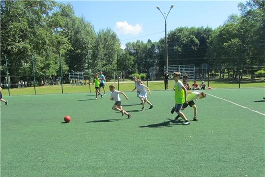 Юные жители Калининского района активно проводят летние каникулы