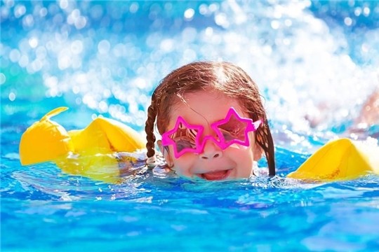 В Калининском районе с начала лета более 150 подростков «группы риска» ознакомлены с правилами поведения на воде
