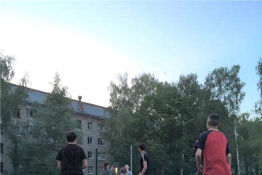 В Калининском районе прошли соревнования по стрит-баскету среди дворовых команд