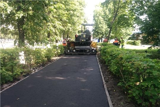 В Калининском районе ведутся работы по ремонту магистральной дороги и тротуаров