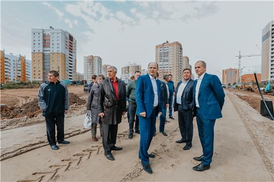 Алексей Ладыков проверил ход строительства двух дорог и детсада в микрорайоне «Солнечный»