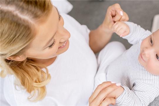 Еще больше семей смогут получать пособия за рождение первенца