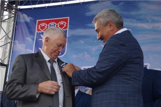 Калининский район: в День города 25 граждан удостоены юбилейных медалей «В память о 550-летии города Чебоксары»