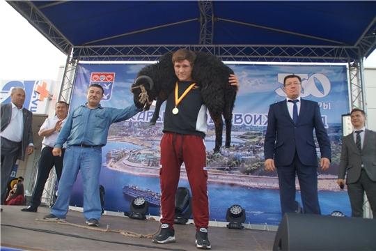 В День города в Калининском районе прошел турнир по национальной борьбе «Керешу»