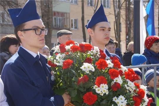 22 августа жители Калининского района г. Чебоксары возложат цветы к памятникам и мемориальным доскам