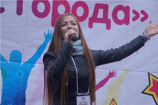 Чебоксарам – 550: в Калининском районе определили победителя караоке-конкурса «Голос города»