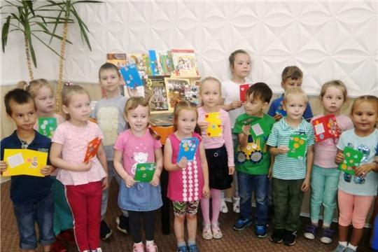 Юные читатели чебоксарской библиотеки создали юбилейные открытки любимому городу