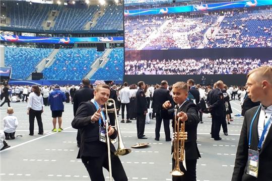 Массовое исполнение гимна России вошло в Книгу рекордов Гиннесса. Вместе со всеми успеха добились и таланты из Чебоксар