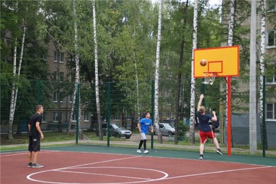 В Чебоксарах инструкторы по спорту проводят соревнования по месту жительства