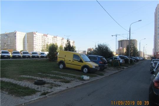 Калининский район: в ходе рейда по дворовым парковкам убрано 65 метров троса и цепей