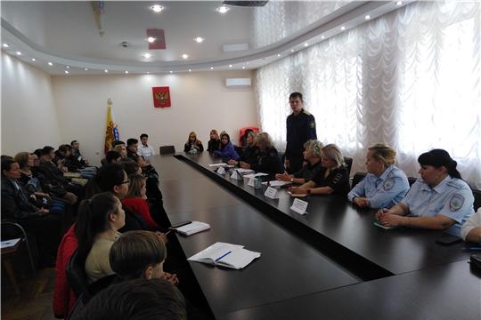 В Калининском районе проведен «Круглый стол» с подростками «группы риска»