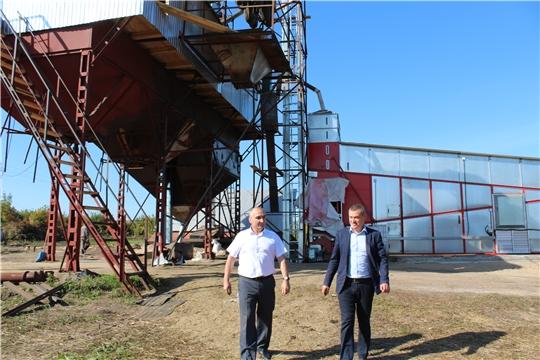 Глава администрации Канашского района В.Н. Степанов  посетил два сельских поселения, Ямашевское и Новочелкасинское, где ознакомился с работой хозяйств