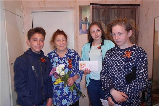 Активисты Молодой Гвардии Единой России поздравили тружеников тыла, ветеранов труда с наступающим Днем Победы.
