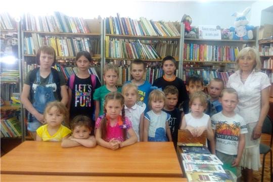 Детский отдел межпоселенческой библиотеки с правилами хорошего поведения.