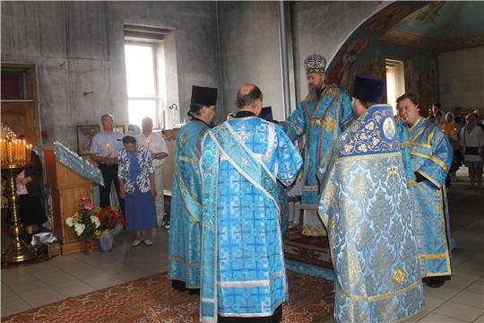В праздник явления Казанской иконы Пресвятой Богородицы епископ Стефан совершил Литургию в храме иконы Божией Матери Казанская города Козловка