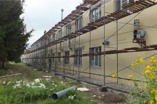 """В поликлинике БУ """"Козловская ЦРБ им.И.Е.Виноградова"""" ведется капитальный ремонт по устройству навесного вентилируемого фасада."""