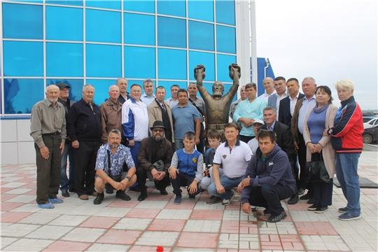 В День города Козловки состоялось торжественное открытие памятника трехкратному чемпиону мира Брониславу Чернову