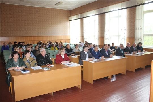 Глава администрации Козловского района Андрей Васильев провел еженедельное совещание с руководителями