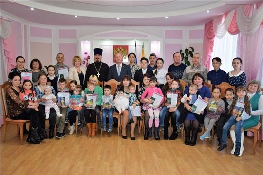 Состоялось торжественное вручение удостоверений многодетным семьям Красночетайского района
