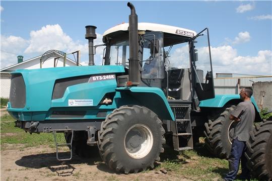 Машинно-тракторный парк СХПК «Коминтерн» пополнился еще одним мощным колесным трактором БТЗ-246К