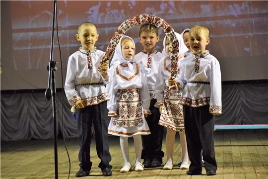 В Красночетайском районе проходит фольклорный фестиваль дошкольников «Урам вăййисем»