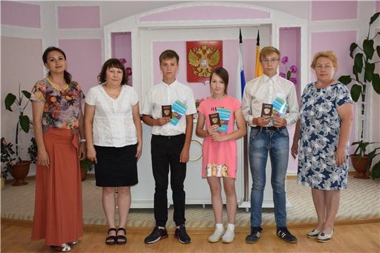 В преддверии Дня России юным красночетайцам вручили первые паспорта