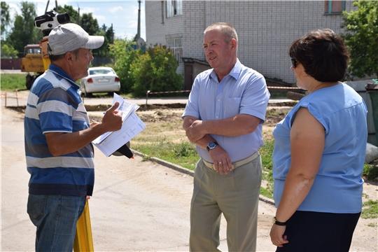 Комфортная среда: глава администрации Красночетайского района проверил ход работ по благоустройству дворовых территорий