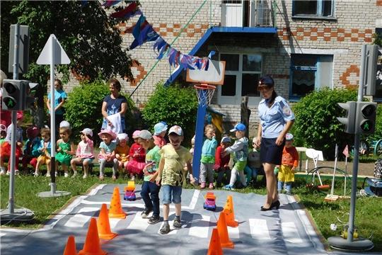 В детском саду «Рябинушка» прошло развлечение по правилам дорожного движения