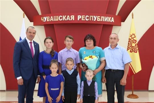 Многодетная мама Красночетайского района награждена знаком материнской славы Чувашской Республики «Анне»