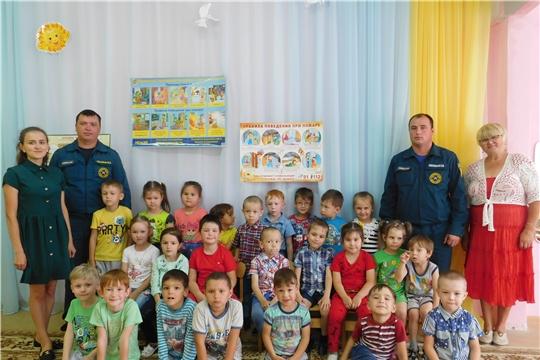 Очередная встреча работников пожарной охраны с воспитанниками детского сада «Рябинушка»