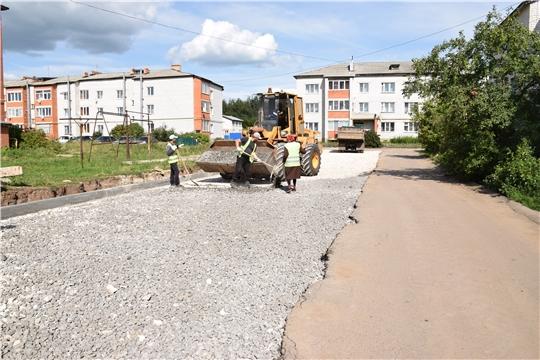 В Красночетайском районе продолжаются работы по комплексному благоустройству дворовых территорий