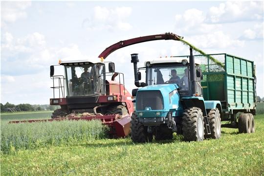 Аграрии Красночетайского района не снижают показатели по заготовке кормов