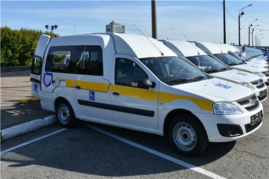 В рамках национального проекта «Демография» Центры соцобслуживания населения Чувашии получили 30 новых автомобилей