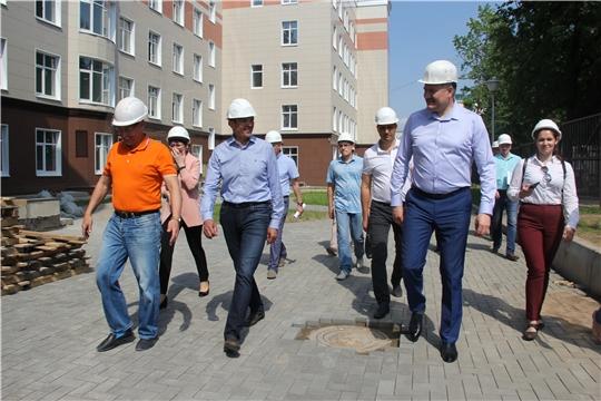 Глава Чувашии ознакомился с ходом строительства многопрофильной поликлиники на проспекте Ленина и детского инфекционного стационара