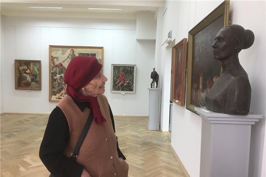 Народная артистка СССР Вера Кузьмина посетила выставку Анатолия Рыбкина
