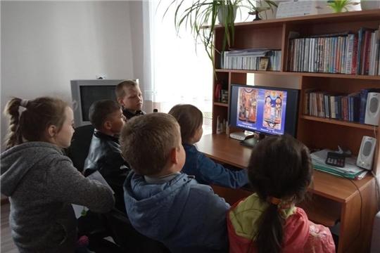 Тематический час «Первоучители добра, вероучители народа» в Сойгинской библиотеке