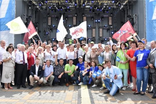 Акция Первого канала «Стань первым» в Чебоксарах официально открылась на Красной площади вручением подарков