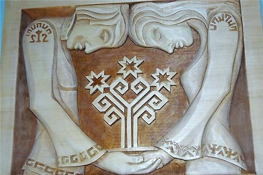Уникальные творения единственной в Чувашии женщины-мастера резьбы по дереву представлены в Доме Дружбы народов