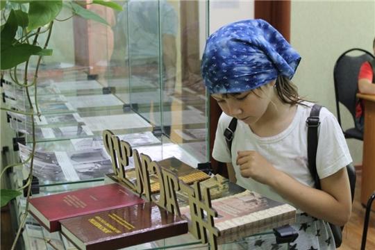 В Государственном архиве современной истории Чувашской Республики состоялась презентация электронного фотоальбома «День Республики. По ту сторону фотообъектива»