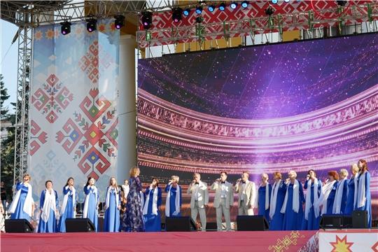 На Красной площади состоялся праздничный концерт творческих коллективов г. Чебоксары, посвященный 550-летию города Чебоксары