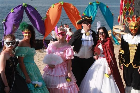 В городе Мариинский Посад состоялось театрализованное представление в стиле венецианского карнавала