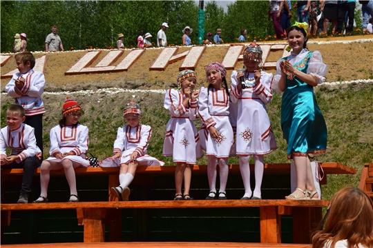 Артисты Экспериментального театра выступили на празднике в честь Дня Республики в Алатырском районе